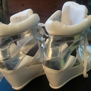 💙White and Silver Wedge Tennis Shoes💛